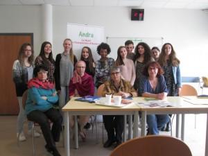 Professeurs, élèves, Josie Hack auteur gannatoise et Christine Thomas Chancel (présidente)