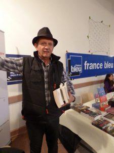 Serge Camaille, écrivain, président du jury se prépare à s'isoler et délibérer.
